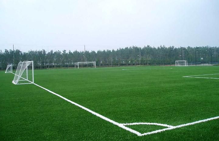 室外人造草足球场建设